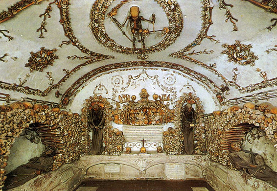 Crypts of the Capuchin monks at Santa Maria della Concezione, Rome. (photo: Atlas Obscura)